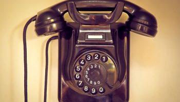 Мой дед работал телефонным монтёром и нашел оригинальный способ отомстить своему шумному соседу