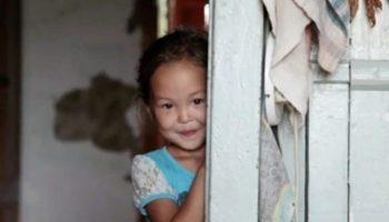 3-летняя девочка блуждала в тайге 11 дней. Волки и медведи не тронули её только потому…