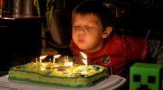 -Я тебя не звал на день рождения!-заявил внук