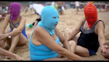 «Светлокожие богини»: китаянки прячут лицо на пляжах, чтобы не загореть