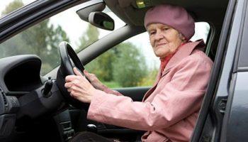 Мужчина помог старушке поменять колесо. И только вечером он понял, что случилось на самом деле