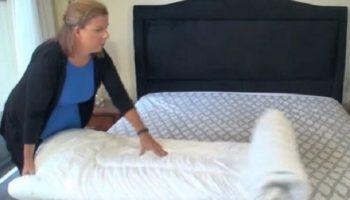 Женщина показала как за пару секунд заправить одеяло в пододеяльник