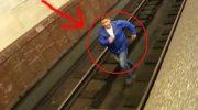 Если свалился с платформы в метро, категорически нельзя обратно лезть на платформу