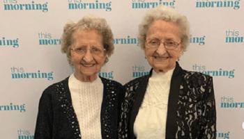 95-летние близняшки живущие в Англии стали звездами Сети