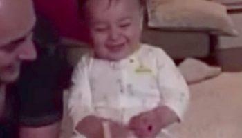 Ребенку подарили новую игрушку. На 0:09 мама чуть не уронила камеру от смеха!