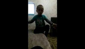 Маленький мальчик из Черкесска учит маму, как нужно с ним разговаривать