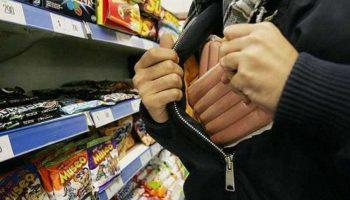 Мать троих детей была поймана на краже продуктов