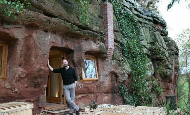 Соседи ожидали увидеть сырой угол, но Роберт их встретил на пороге настоящего дворца в камне.