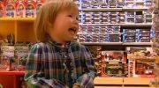 Случай в магазине, который я долго не забуду. Зашла в магазин. Краем глаза вижу: мама с сынишкой лет 6-ти, одеты бедненько…»