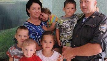Сначала Сергей спас маленьких детей, а потом ещё и усыновил