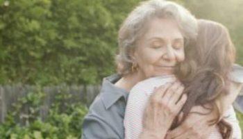 Вернуть бы маму на мгновенье…. Очень трогательное стихотворение…