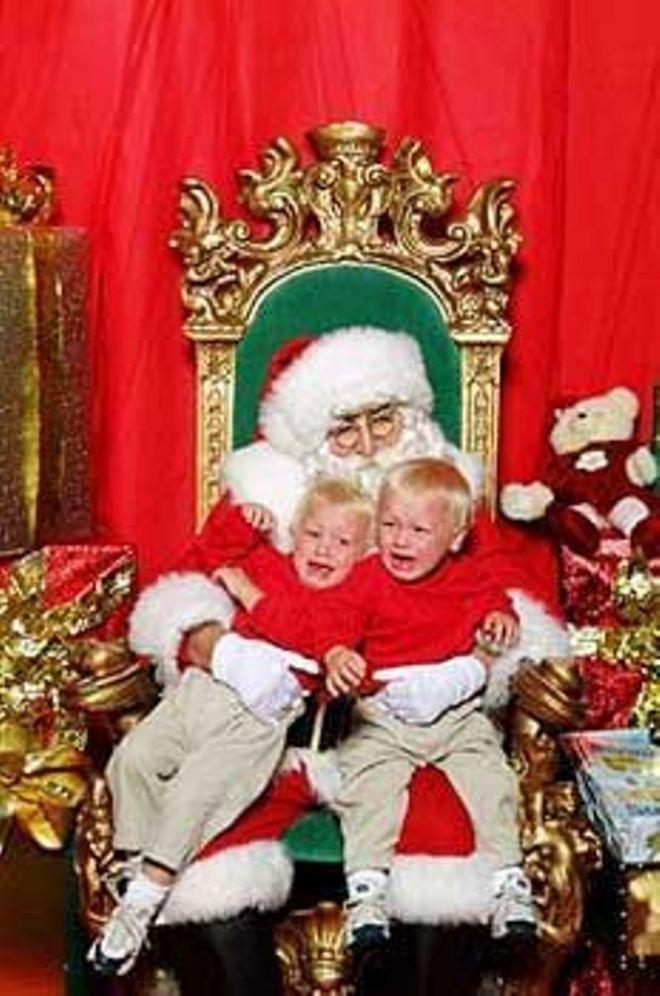 17. И кто придумал фотографировать малышей с Санта Клаусом