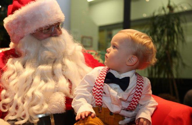 20. Что-то этот Санта Клаус очень уж на папу похож