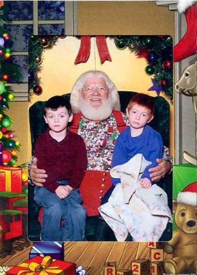 24. Как грустно каждый год фотографироваться с Санта Клаусом