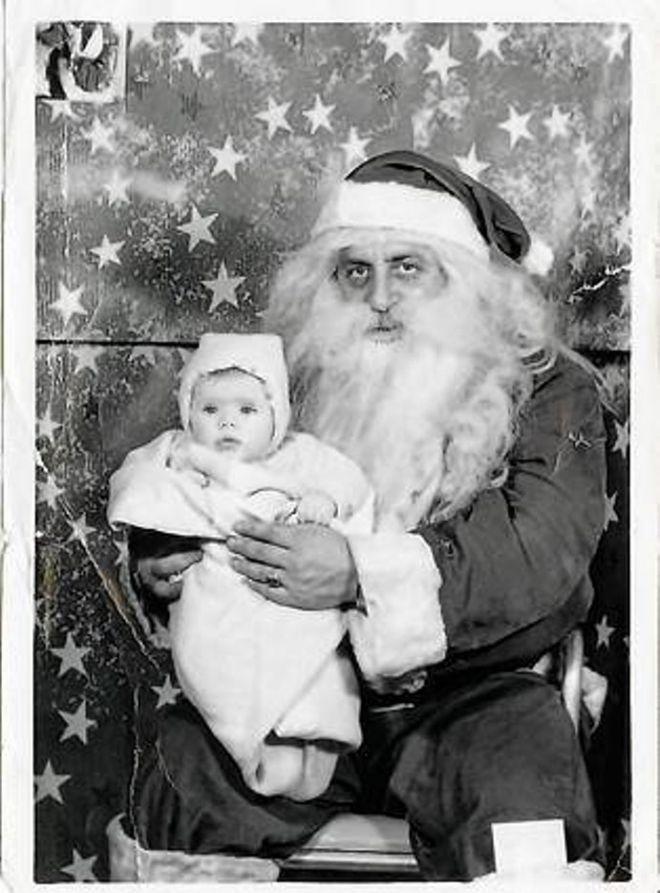26. А родители точно уверены в том, что на руки их ребенка взял Санта Клаус