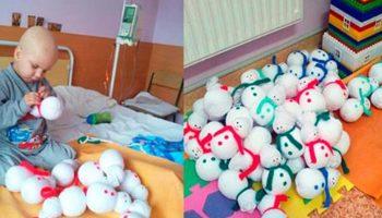 4-летний малыш шил сам новогодние игрушки, чтобы собрать средства на свое лечение