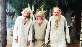 Притча «Три старца»: Женщина вышла из своего дома и увидела на уличном дворике троих стариков с длинными белыми бородами.