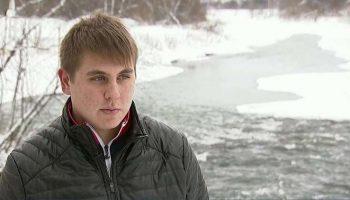 17-летний парень, возвращаясь домой, спас бабушку, которая упала с моста в ледяную воду