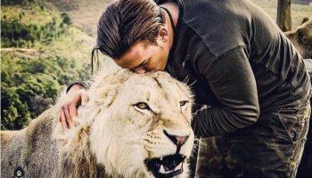 Швейцарец круто изменил свою жизнь, бросив престижную работу. Он уехал в Африку, чтобы спасать диких животных