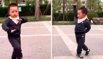 Очень красивый танец мальчика, 2-х лет отроду, покорил сердца прохожих