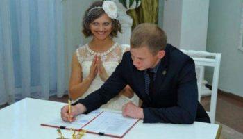 12 забавных свадебных фото прямиком из ЗАГСа