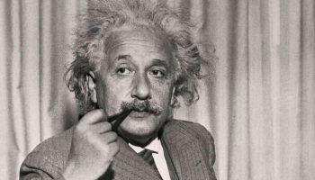 Эйнштейн: «Только те, кто предпринимают абсурдные попытки, смогут достичь невозможного»