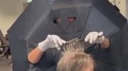 Полезный лайфхак от нидерладского парикмахера: зачем нужен зонтик, если надо подстричь клиента?