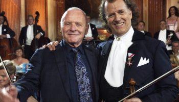 Скрипач Андре Рье и его оркестр исполнил вальс, который написал Энтони Хопкинс