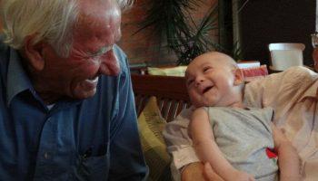 Связь между старшим поколением и внуками в этих душевных фото