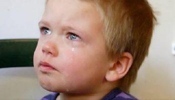 Четырехлетний Сашка лежал на кровати и плакал…Он не понимал, куда пропали его мама и папа…