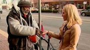 Американка случайно подала бездомному обручальное кольцо вместе с милостыней