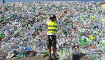 9 летний мальчик собрал 500 тыс. бутылок