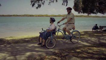 Чтобы кататься со своей больной супругой, которая очень любит вело прогулки, мужчина смастерил оригинальный велосипед