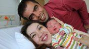 Малыш появился на свет с удивительным родимым пятнышком, как будто сам Бог поцеловал малыша в лобик