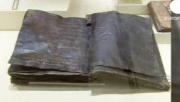 Библия, написанная более чем 1500 лет, утверждает, что Иисус не был распят