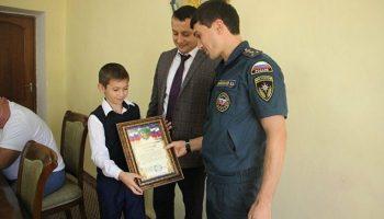 Шестиклассник Ильмар Рамазанов спас 2-х летнюю девочку, вытащив его из глубокой канавы, заполненной водой