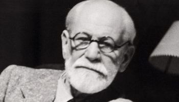 «Человек постоянно говорит о том, чего ему больше всего не хватает» — Зигмунд Фрейд