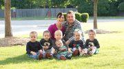 Усыновившие тройню бездетные супруги, внезапно стали родителями 6-х детей