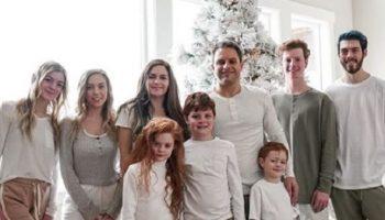 Мать семерых детей в свои 45 лет выглядит на 20