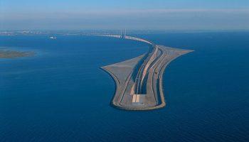 Этот уникальный мост превращается в подводный тоннель и соединяет Данию и Швецию