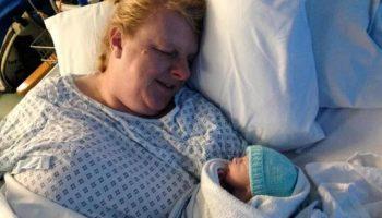 После 16 лет неудачных попыток, 50-летняя женщина стала мамой
