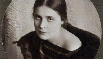 Своим нарядом, Лилия Брик, с первого взгляда сводила с ума мужчин