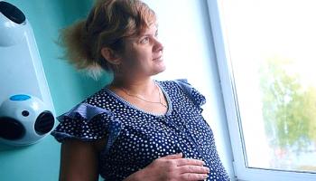 От услышанного у меня из рук выпала кружка: моя свекровь выдала: «Я беременна. Не знаю от кого»