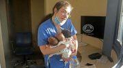 Трех новорожденных малышей, из разрушенной больницы в Бейруте спасла молодая медсестра