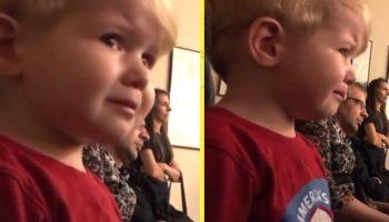 Когда старшая сестра играет «Лунную сонату», 2-х летний мальчик не может сдержать слез