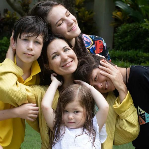 Екатерина Климова опубликовала архивные фото со своими детьми - Вокруг ТВ.