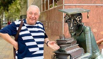 Евгений Петросян показал публике сына в день своего 75-летия