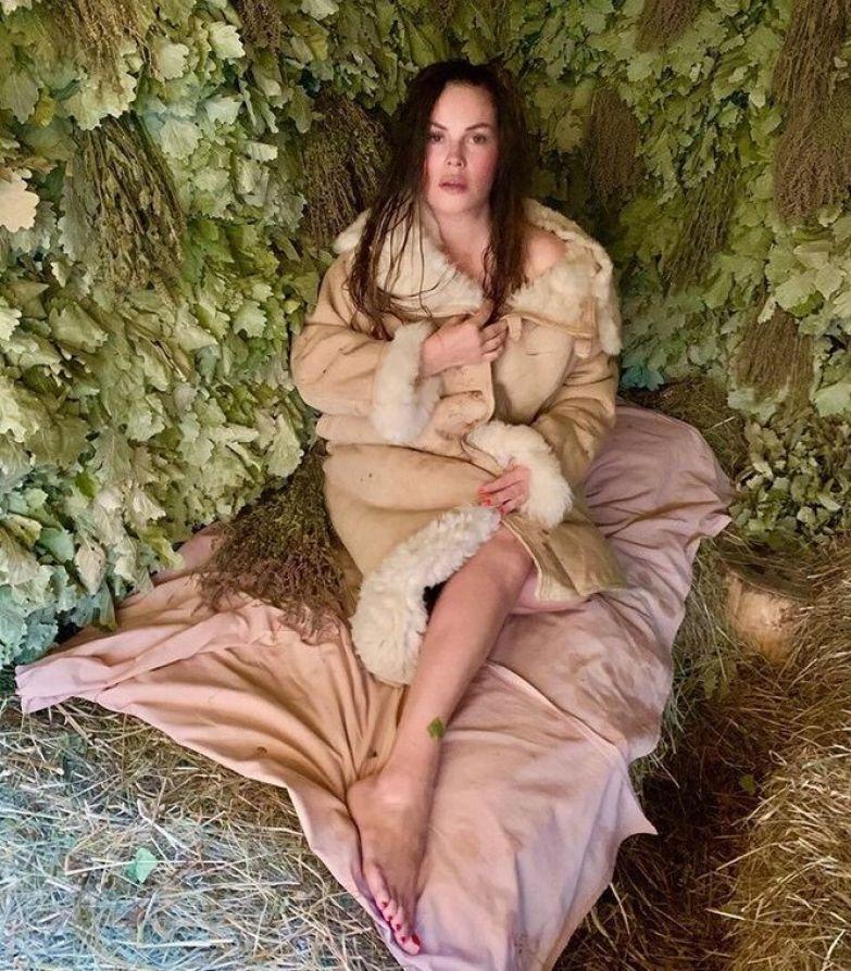 Екатерина Андреева устроила пикантную фотосессию в бане