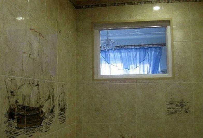 Окно в ванной неоднократно становилось предметом шуток