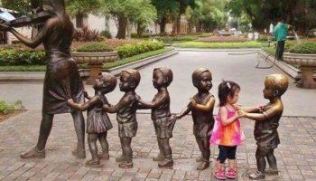 15 фото детишек, которые лучше взрослых умеют фотографироваться с памятниками